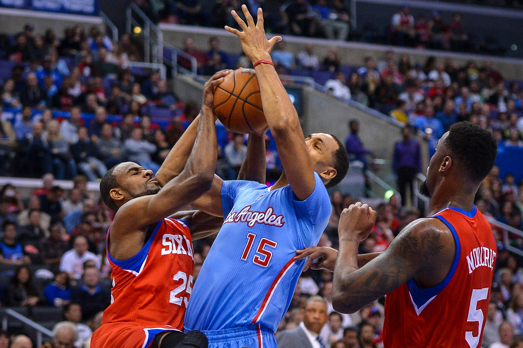 . Clippers� Ryan Hollins and 76ers� Elliot Williams battle for the ball during first half action at Staples Center Sunday.  ( Photo by David Crane/Los Angeles Daily News )