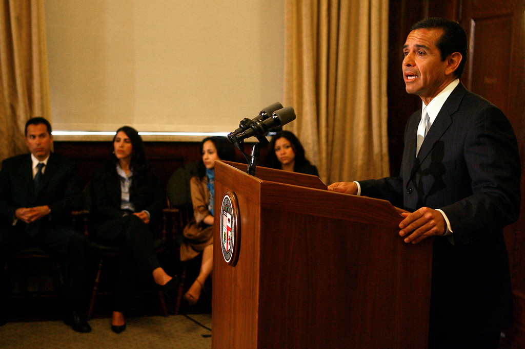 . Mayor Antonio Villaraigosa announces his seperation from his wife as family members look on at the Mayor\'s office Monday June 11, 2007.(Andy Holzman/L.A. Daily News)
