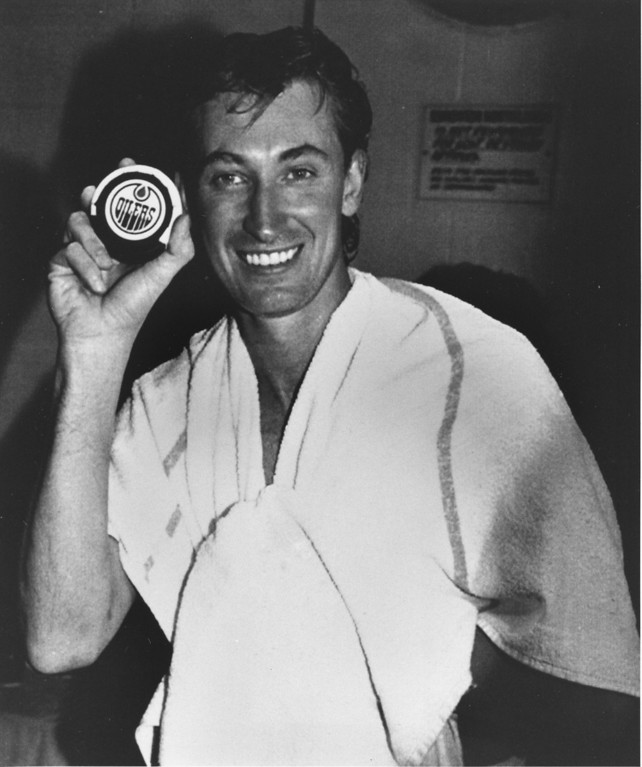 """. Wayne Gretzky of the Los Angeles Kings holds the puck with which he scored the game-tying goal and tallied his 1,851st point in the NHL game against his former team, the Edmonton Oilers in Edmonton, Alberta, Sunday night, Oct. 15, 1989.  Gretzky surpassed Gordie Howe\'s NHL scoring record of 1,850 points.  Gretzky, \""""The Great One,\"""" played for the Oilers from 1978 until 1988.  (AP Photo/Dave Buston)"""