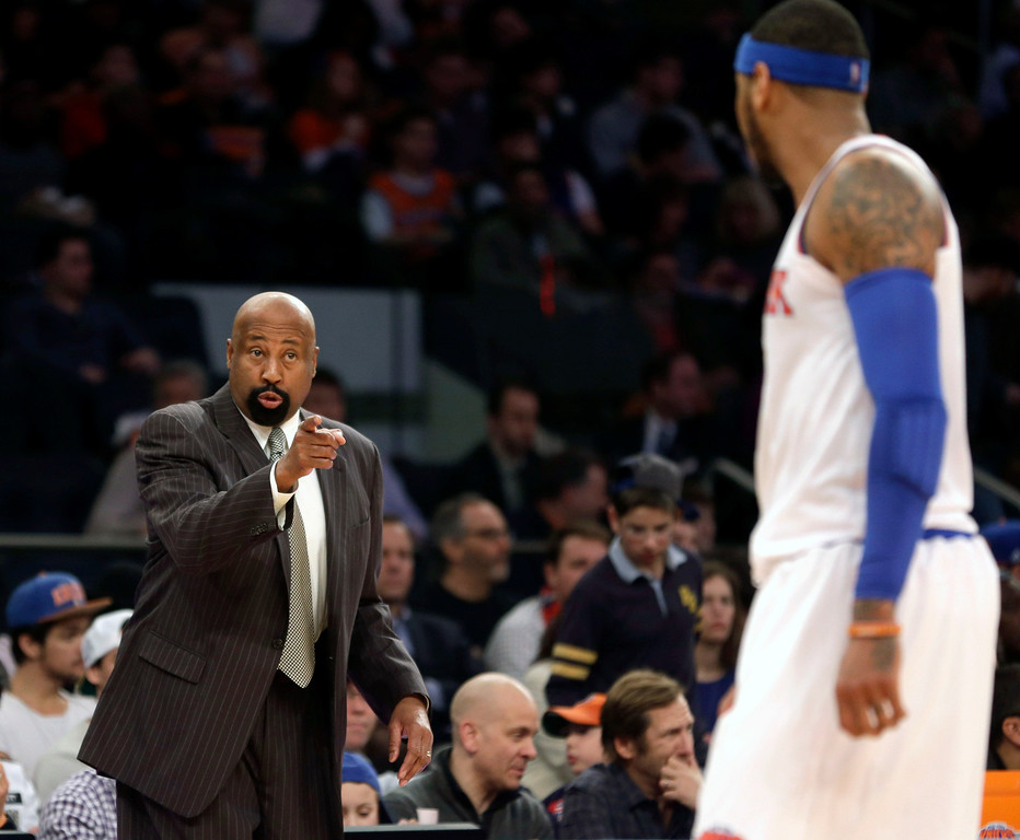 . New York Knicks\' head coach Mike Woodson, left, talks with Carmelo Anthony during the second half of an NBA basketball game at Madison Square Garden, Sunday, Jan. 26, 2014, in New York. The Knicks defeated the Lakers 110-103. (AP Photo/Seth Wenig)