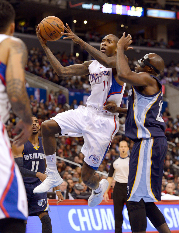 . Los Angeles Clippers\' Jamal Crawford gets by Quincy Pondexter of the Memphis Grizzlies during the first half Monday, Nov. 18, 2013, in Los Angeles.(Andy Holzman/Los Angeles Daily News)