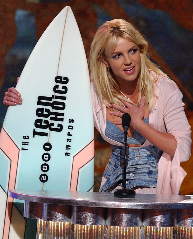 . Britney Spears accepts her award for Choice Female Artist during the Teen Choice Awards 2001 in Los Angeles, Sunday, August 12, 2001. (AP Photo/Lucy Nicholson)