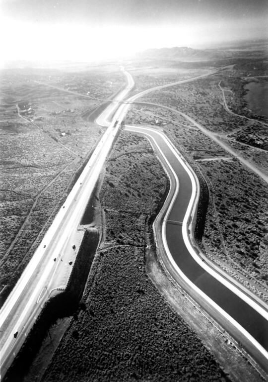 . Highway 14 crosses over the Los Angeles Aqueduct, June 1986.   (Los Angeles Daily News file photo)
