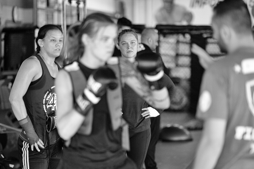 . Ronda Rousey and Shayna Baszler watch teammate  Jessamyn Duke work with coach Edmond Tarverdyan at the Glendale Fighting Club in Glendale. (Photo by Hans Gutknecht/Los Angeles Daily News)