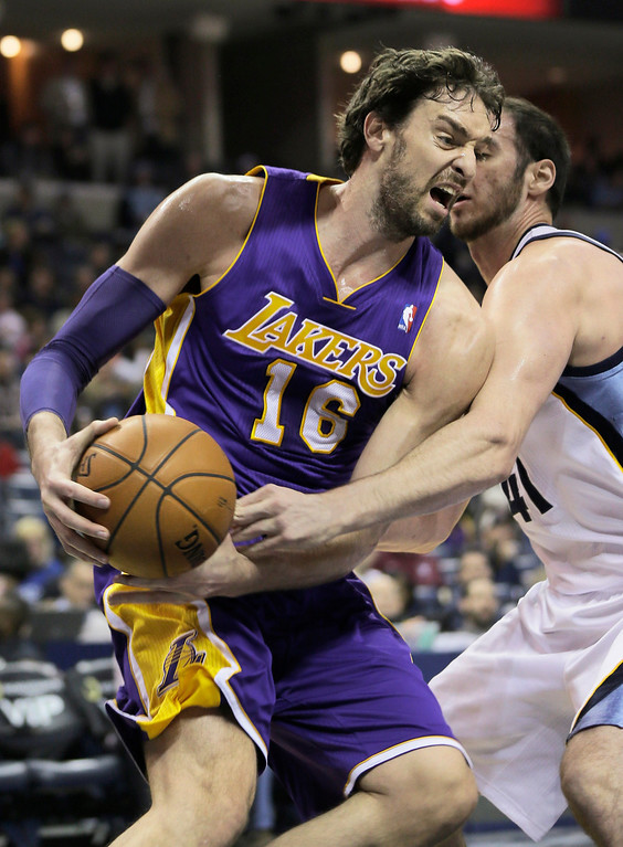 . Los Angeles Lakers\' Pau Gasol (16), of Spain, is pressured by Memphis Grizzlies\' Kosta Koufos during the first half of an NBA basketball game in Memphis, Tenn., Tuesday, Dec. 17, 2013. (AP Photo/Danny Johnston)