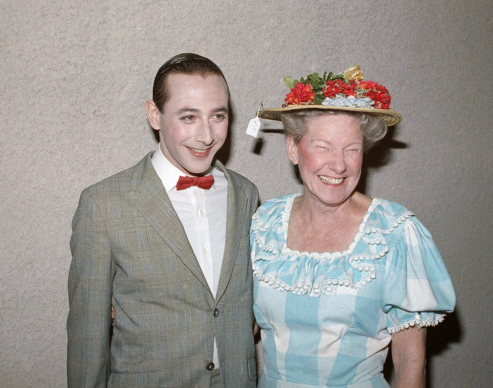". Pee Wee Herman with country star Minnie Pearl on Saturday, March 29, 1986 at the Universal Amphitheatre in Los Angeles. The two were part of a star-studded cast of funny men and women that joked for a serious cause at the ""Comic Relief\"" benefit for the homeless that was seen live on the HBO pay-TV network. (AP Photo/Scott Harms)"