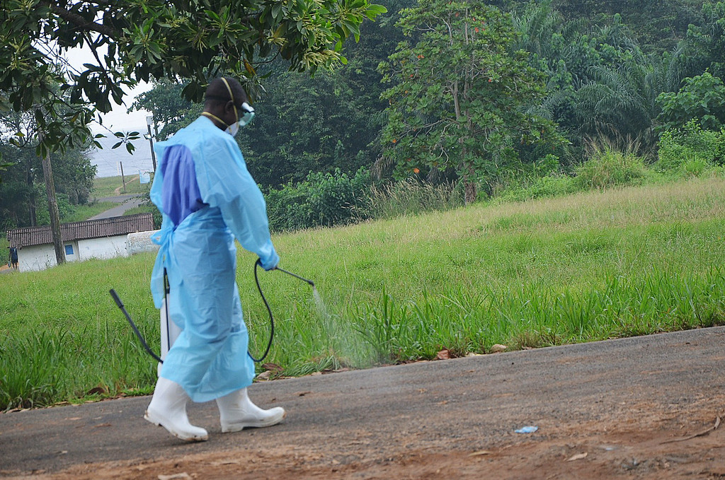 . A picture taken on July 24, 2014 shows a staff member of the Christian charity Samaritan\'s Purse spraying product as he treats the premises outside the ELWA hospital in the Liberian capital Monrovia. An American doctor battling West Africa\'s Ebola epidemic has himself fallen sick with the disease in Liberia, Samaritan\'s Purse said on July 27. AFP PHOTO / ZOOM DOSSO