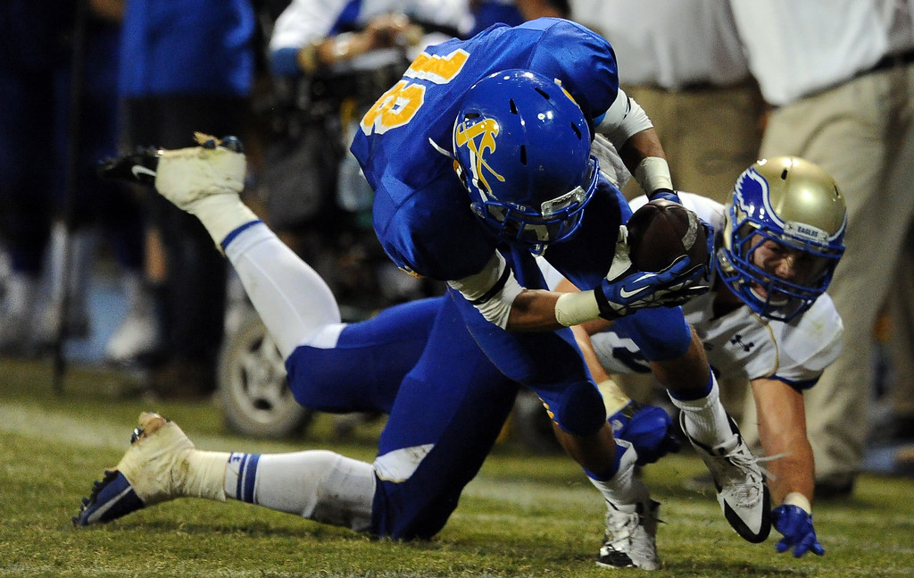 . Bishop Amat\'s Trevon Sidney (18) recovers a Santa Margarita fumble and runs back for a touchdown in the second half of a prep football game at Bishop Amat High School on Friday, Aug. 30, 2013 in La Puente, Calif. Bishop Amat won 38-28.   (Keith Birmingham/Pasadena Star-News)