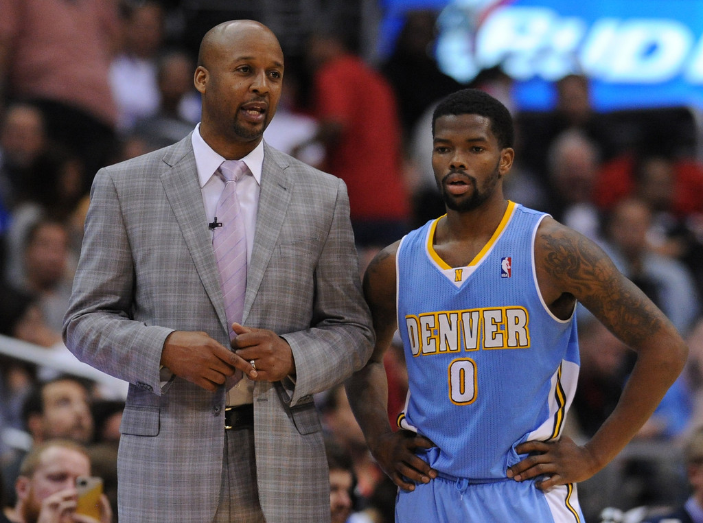 . Brian Shaw talks to Denver#0 Aaron Brooks in the second half. The Los Angeles Clippers defeated Denver Nuggets 117 to 105 in a regular season NBA game. Los Angeles, CA. 4/15/2014(Photo by John McCoy / Los Angeles Daily News)