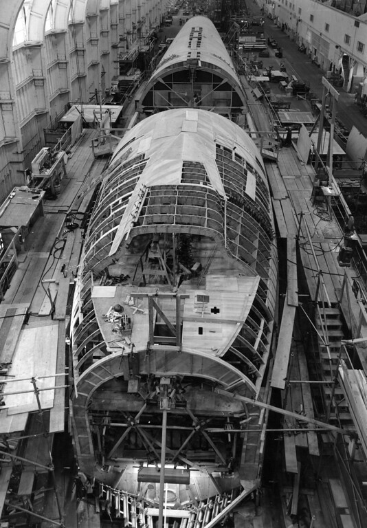 . 1945:  Hughes Hercules 4, the world\'s largest transport plane under construction.  (Photo by Keystone Features/Getty Images)