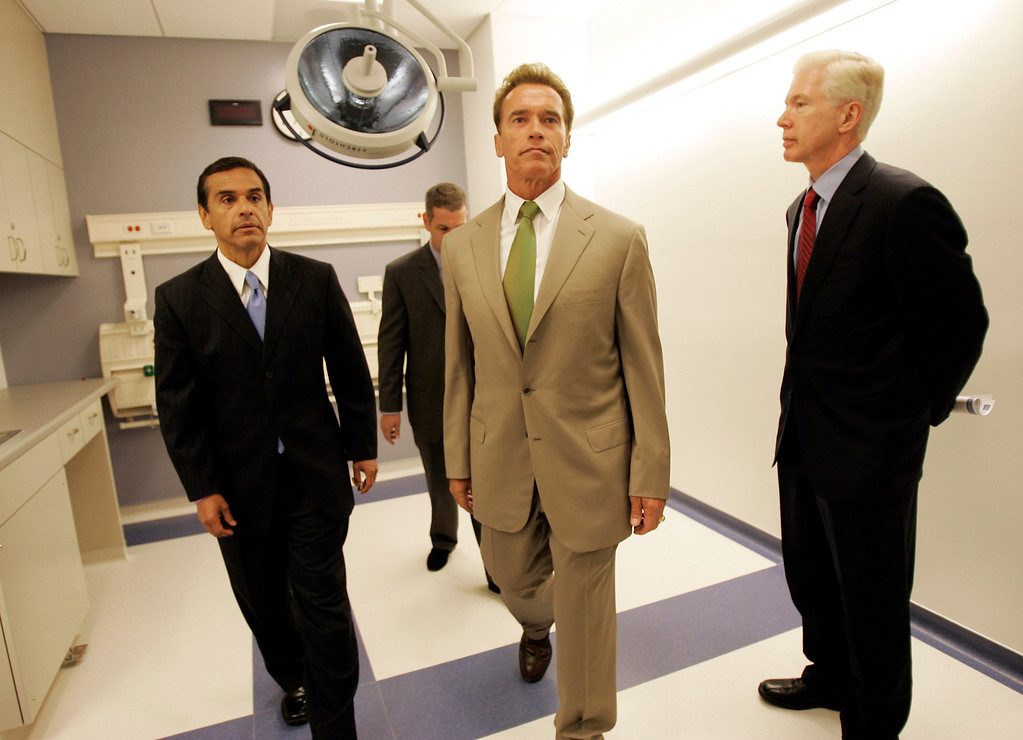. Gov. Arnold Schwarzenegger, center, Los Angeles Mayor Antonio Villaraigosa, left,  former governor Gray Davis, right, and medical director Dr. David Feinberg tour the emergency room of Ronald Reagan UCLA Medical Center, Monday, June 4, 2007, in Los Angeles, after a dedication ceremonies. The new 10-story patient-focused healing facility will feature 520 large private rooms and is the first total-replacement hospital project to meet California\'s latest seismic safety requirements. (AP Photo/Kevork Djansezian)