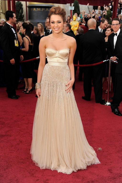 . Actress and musician Miley Cyrus arrives at the 82nd Academy Awards Sunday,  March 7, 2010, in the Hollywood section of Los Angeles. (AP Photo/Chris Pizzello)
