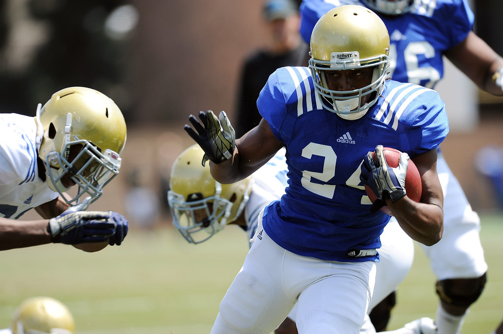 . UCLA running back Paul Perkins during football practice at Spaulding Field on the UCLA campus Saturday April 12, 2014. (Photo by Hans Gutknecht/Los Angeles Daily News)