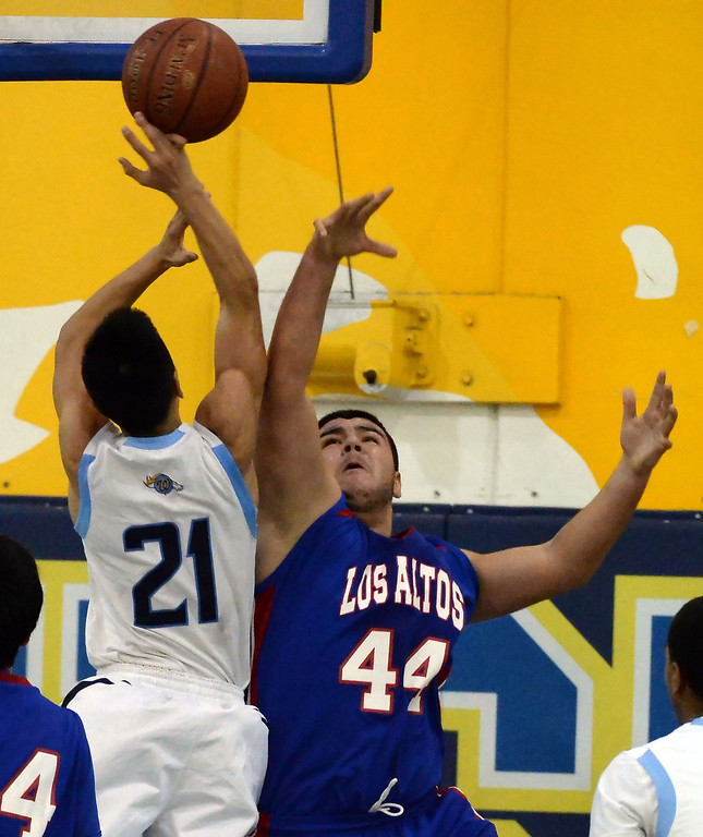 . Walnut\'s Jeff Huang (21) drives to the basket past Los Altos\' Jayson Jones (44) in the first half of a prep basketball game at Walnut High School in Walnut, Calif., on Wednesday, Jan. 22, 2014. (Keith Birmingham Pasadena Star-News)