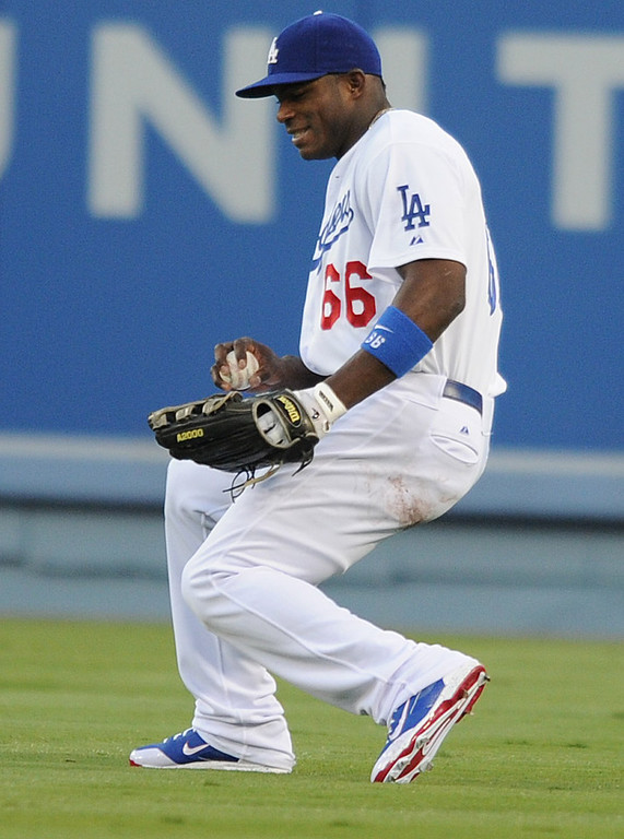 . Dodgers Yasiel Puig one hand catches a ball hit for a single by Cubs Darwin Barney in the first inning. The Cubs were in town to play the Dodgers. Los Angeles, CA. 8/24/2013(John McCoy/LA Daily News)