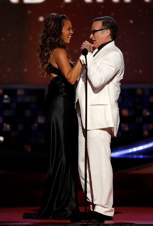 . Host Vanessa Williams and Robin Williams are seen on stage at the TV Land Awards on Sunday June 8, 2008 in Santa Monica, Calif. (AP Photo/Kevork Djansezian)