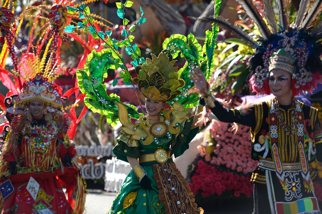 . Colorful Indonesians march next to their float during the 2014 Rose Parade in Pasadena, CA January 1, 2014.(John McCoy/Los Angeles Daily News)