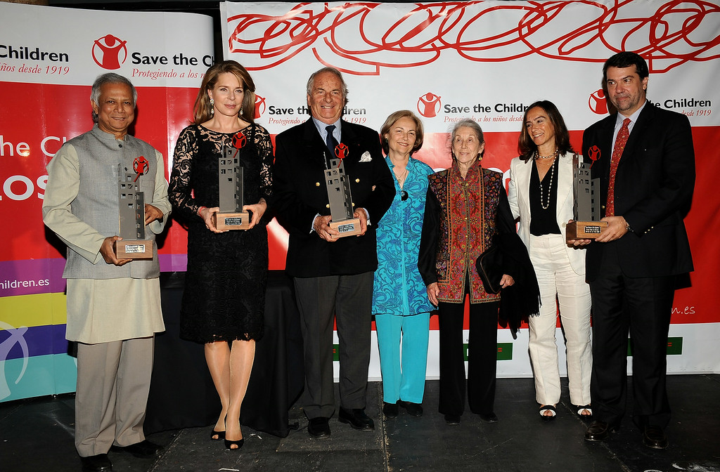 ". (L to R) 2006 Nobel Peace Prize Winner Mohammed Yunus, Queen Noor of Jordan, writer Dominique Lapierre and wife Dominique, South African author Nadine Gordimer, Clara Mendez and Pedro Alonso attend the 2008 Save The Children Awards at the ""Circulo Bellas Artes\"" on October 6, 2008 in Madrid, Spain  (Photo by Carlos Alvarez/Getty Images)"