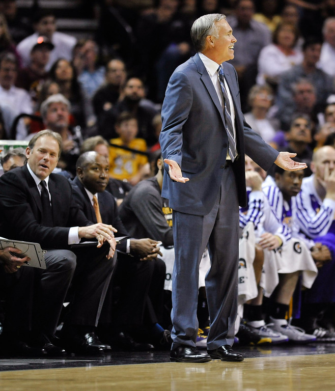 . Los Angeles Lakers coach Mike D\'Antoni reacts after assistant coach Kurt Rambis, left, was called for a technical foul in the second half of an NBA basketball game against the San Antonio Spurs on Friday, March 14, 2014, in San Antonio. (AP Photo/Bahram Mark Sobhani)