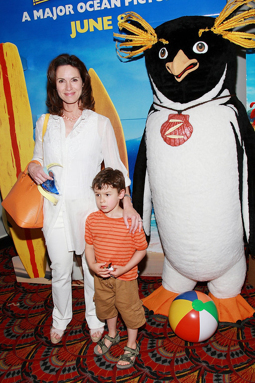 ". NEW YORK - JUNE 05:  Television personality Elizabeth Vargas and son Zachary attend a special screening of ""Surf\'s Up\"" at the AMC Lincoln Square Theater, June 05, 2007 in New York City.  (Photo by Evan Agostini/Getty Images)"