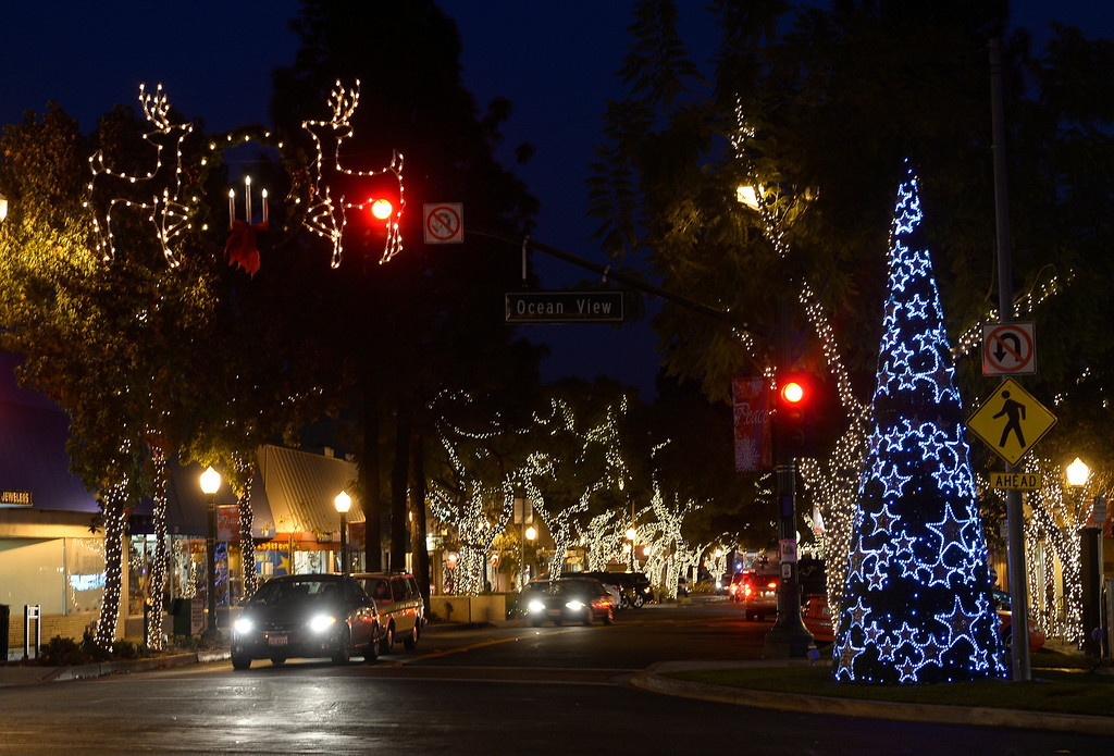 . Old-fashioned Christmas experience in Old Town Montrose at Ocean and Honolulu, CA. (Photo by John McCoy/Los Angeles Daily News)