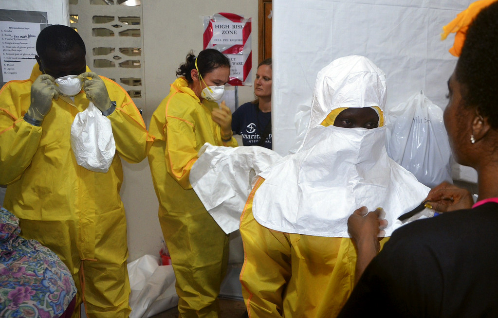 . A picture taken on July 24, 2014 shows staff of the Christian charity Samaritan\'s Purse putting on protective gear in the ELWA hospital in the Liberian capital Monrovia. An American doctor battling West Africa\'s Ebola epidemic has himself fallen sick with the disease in Liberia, Samaritan\'s Purse said on July 27. AFP PHOTO / ZOOM DOSSO