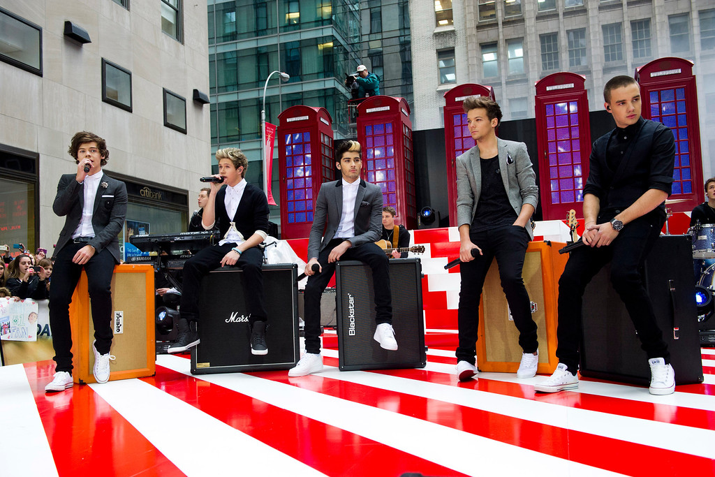 ". One Direction members, from left, Harry Styles, Niall Horan, Zayn Malik, Liam Payne and Louis Tomlinson perform on NBC\'s ""Today\"" show on Tuesday, Nov. 13, 2012 in New York. (Photo by Charles Sykes/Invision/AP)"
