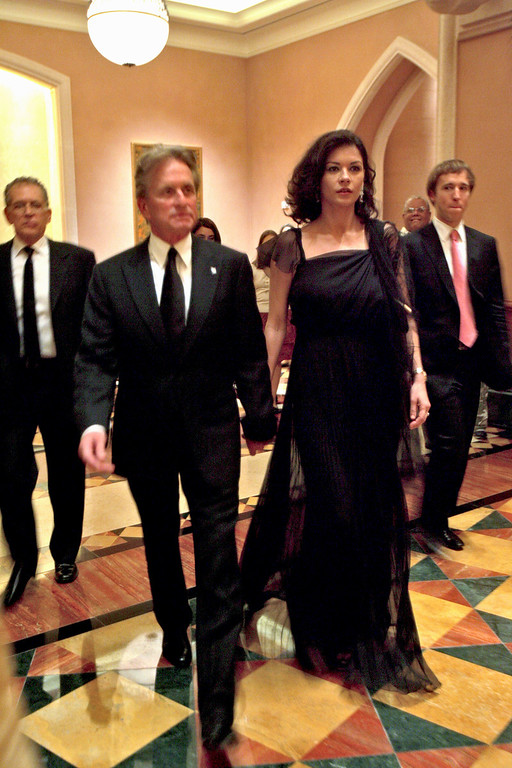 . American actor, Michael Douglas, 2nd left with his wife Catherine Zeta Jones arrive at the Atlantis hotel for the presentation of 270 hectares Nakheel Harbour & Tower project in Dubai, United Arab Emirates, Sunday, Oct. 5, 2008. (AP Photo/Kamran Jebreili)