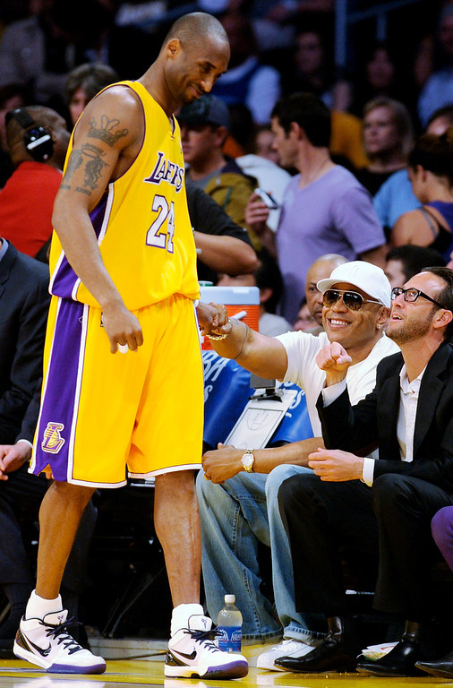 . Los Angeles Lakers\' Kobe Bryant, left, greets rapper LL Cool J, second from right, as he takes the court for an NBA basketball game against the Golden State Warriors in Los Angeles, Thursday, March 19, 2009. (AP Photo/Chris Pizzello)
