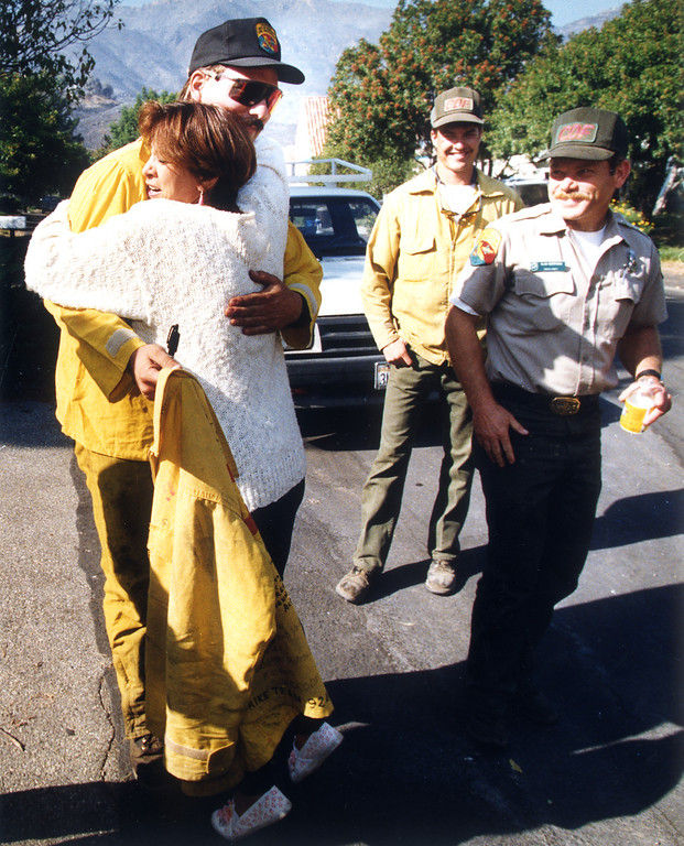 . Layla Hawkins, who lives on Manzanita Park Ave., thanked the firefighters from the California Department of Forestry and Fire Prevention who saved all the homes on her street.  (11/5/93)   Los Angeles Daily News file photo