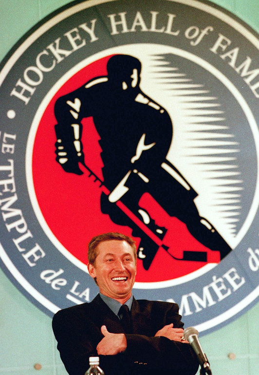 """. TORONTO, CANADA - NOVEMBER 22:  Former National Hockey League (NHL) player Wayne Gretzsky smiles at a reporter\'s question during a news conference 22 November 1999 in Toronto, Canada,  as part of Gretzsky\'s induction into the Hockey Hall of Fame.  Better known as  \""""The Great One,\""""  Gretzky scored 894 goals in a career that spanned two decades (1979-1999) in the NHL.  (JOHN HRYNIUK/AFP/Getty Images)"""