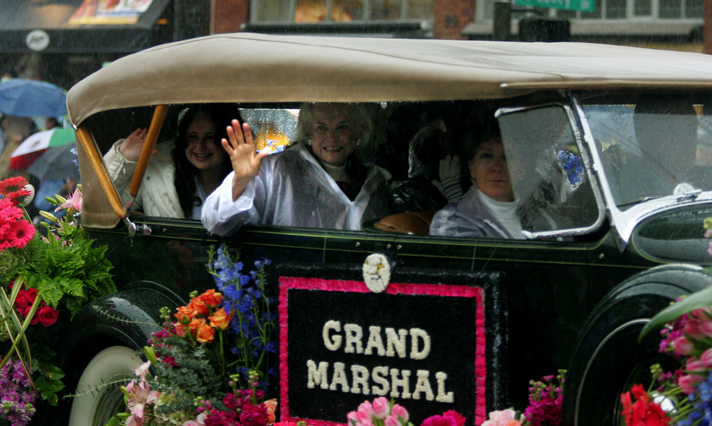 . Supreme Court Justice  Sandra Day O\'connor, center, the grand marshall, rides along Colorado Blvd. Monday Jan. 2nd 2006 in Pasadena\'s Rose Parade. (Pasadena Star News/staff photo by Greg Andersen/Pasadena Star News)