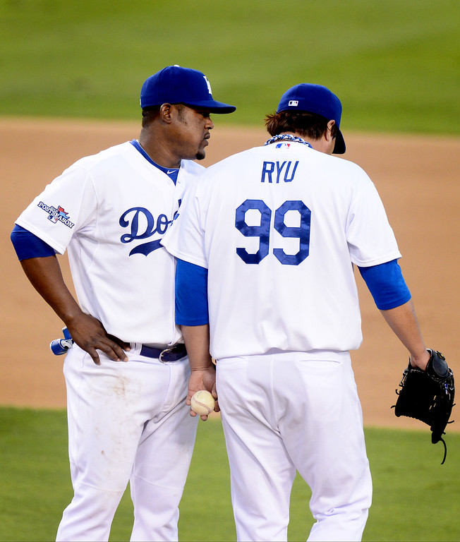 . Los Angeles Dodgers\' Juan Uribe talks to Hyun-Jin Ryu as he pitches to the Atlanta Braves during game 3 of the NLDS at Dodger Stadium Sunday, October 6, 2013. (Photo by Sarah Reingewirtz/Los Angeles Daily News)