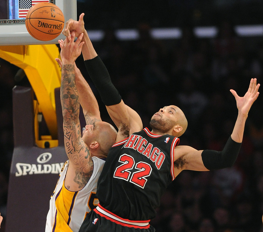 . Los Angeles Lakers\' Robert Sacre battles Chicago Bulls\' Taj Gibson in the NBA basketball game at Staples Center in Los Angeles, CA. on Sunday, February 9, 2014. (Photo by Sean Hiller/ Daily Breeze).