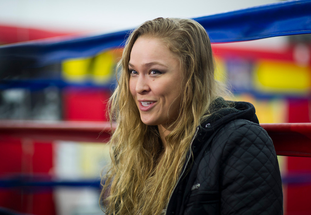 . Members of the media talk with UFC women\'s bantamweight champion Ronda Rousey  open workout at Glendale Fighting Club in Glendale Monday, February 10, 2014. (Photo by Hans Gutknecht/Los Angeles Daily News)