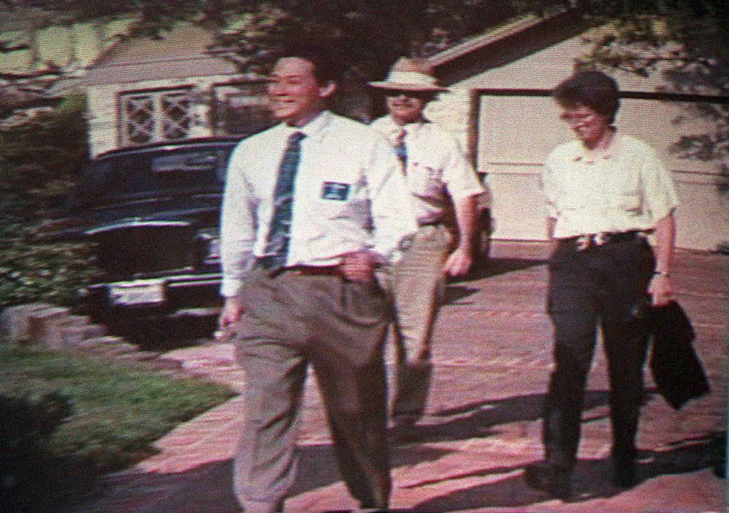 . News videotape footage viewed in the courtroom 13 April showing Los Angeles Police Criminalists Dennis Fung (L) and Andrea Mazzola (R) walking with police photographer Mr. Wilson (C) at O.J. Simpson\'s Rockingham residence in June 1994 during the investigation and collection of evidence in the murders of Nicole Brown Simpson and Ron Goldman.  Fung has come under attack from the defense for mishandling the collection of blood evidence.    (POO/AFP/Getty Images)
