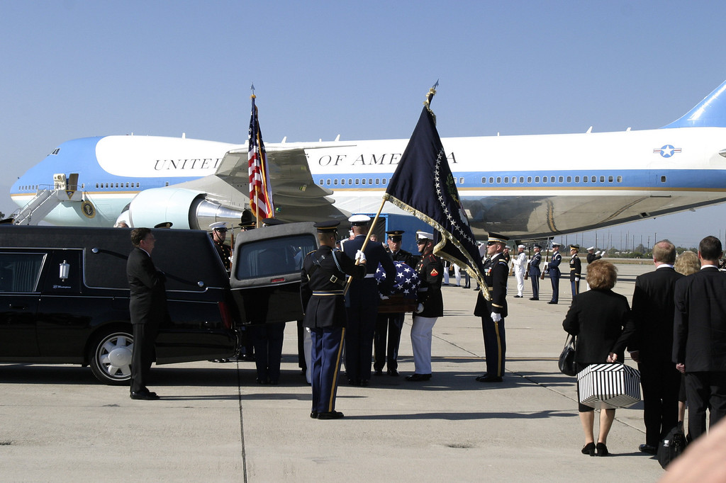 . REAGAN COMES HOME--The body of President Ronald Reagan is transferred from Air Force One to a hearse at Mugu Naval Air Station friday afternoon to be buried at the Reagan Library in Simi Valley, CA.     (Photo by David Crane/Los Angeles Daily News)
