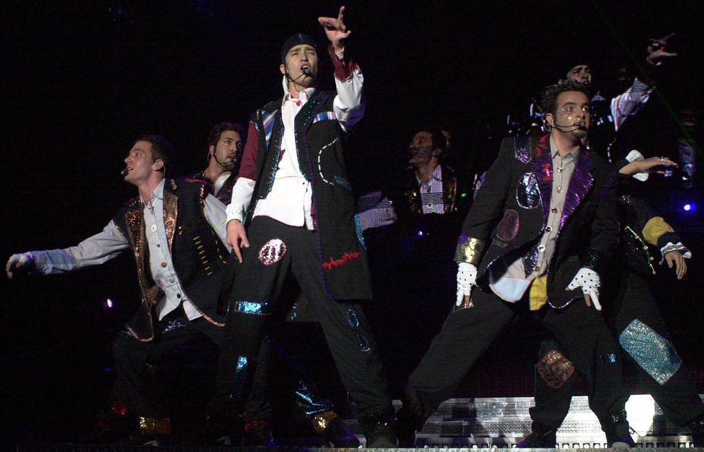 . N\'Sync performs on Tuesday, July 18, 2000 at the Silverdome in Pontiac, Mich. (AP Photo/Paul Warner)