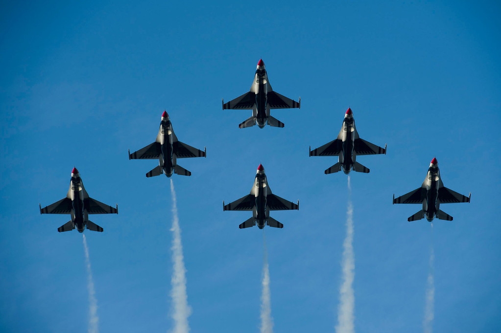 . United States Air Force Thunderbirds Flyover during 2014 Rose Parade in Pasadena, Calif. on January 1, 2014.(Andy Holzman/Los Angeles Daily News) (Staff photo by Leo Jarzomb/ Pasadena Star-News)
