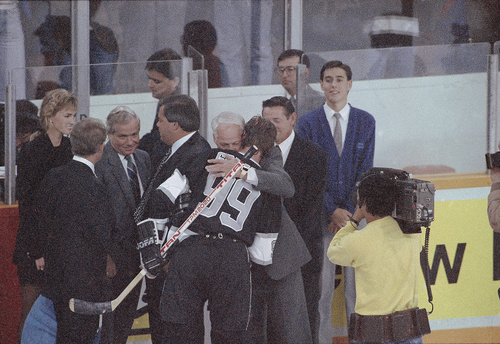 . L.A. Kings star Wayne Gretzky gets a congratulatory hug from Gordie Howe after Gretzky broke Howe\'s lifetime scoring record in Edmonton, Canada, on Sunday, night, Oct. 15, 1989.    The record of 1,850 points fell with Gretzky scoring the tying goal in the third period and Gretzky went on to score the winning goal in overtime. (AP Photo/Jack Smith)