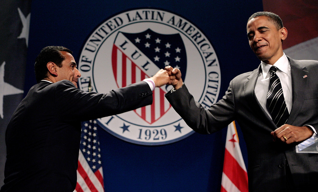 ". Los Angeles Mayor Antonio Villaraigosa (L) gives a ""fist bump\"" to presumptive Democratic presidential nominee Sen. Barack Obama (D-IL) during the national convention of the League of United Latin American Citizens (LULAC) at the Washington Hilton July 8, 2008 in Washington, DC. Obama has been recently criticized for moving to the political center after calling for a slowing of withdrawal of troops from Iraq, supporting a proposed wiretap law and government funding of faith-based programs.  (Photo by Chip Somodevilla/Getty Images)"