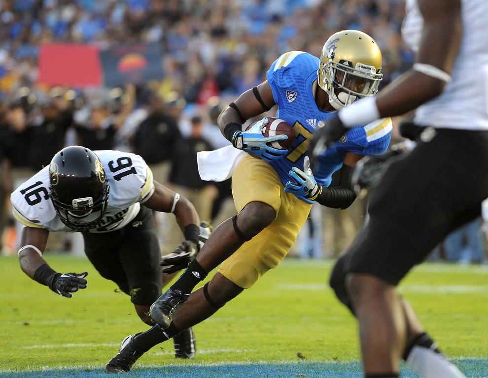 . UCLA WR Devin Fuller catches a 6-yard touchdown against Colorado in the second quarter, Saturday, November 2, 2013, at the Rose Bowl. (Photo by Michael Owen Baker/L.A. Daily News)