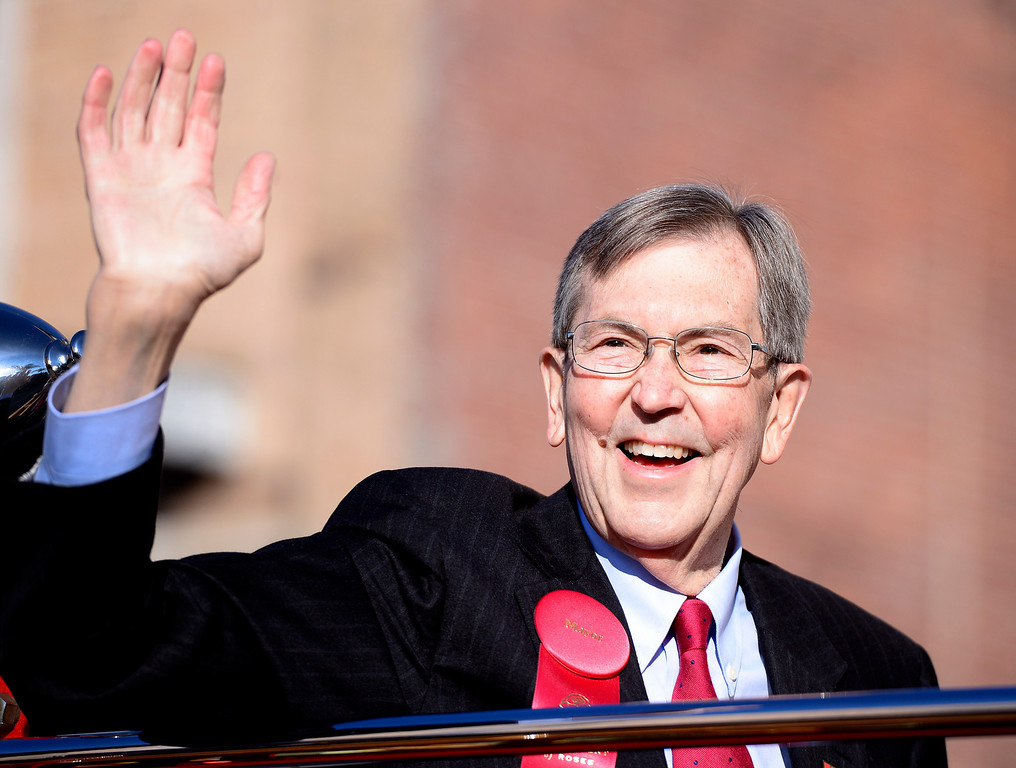 . Pasadena Mayor Bill Bogaard waves to the crowd as he rides down Colorado Boulevard during the 125th Rose Parade in Pasadena, CA January 1, 2014. (Photo by Sarah Reingewirtz/Pasadena Star-News)