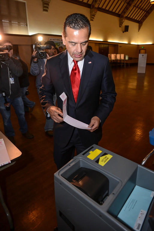 . Los Angeles mayor Antonio Villaraigosa votes for his replacement at the Wilshire United Methodist Church in Los Angeles Tuesday.  (David Crane/L.A. Daily News)