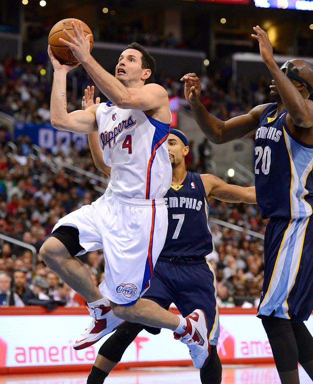 . Los Angeles Clippers\' J.J. Redick puts up a shot after getting by Quincy Pindexter and Jared Bayless of the Memphis Grizzlies during the first half Monday, Nov. 18, 2013, in Los Angeles.(Andy Holzman/Los Angeles Daily News)