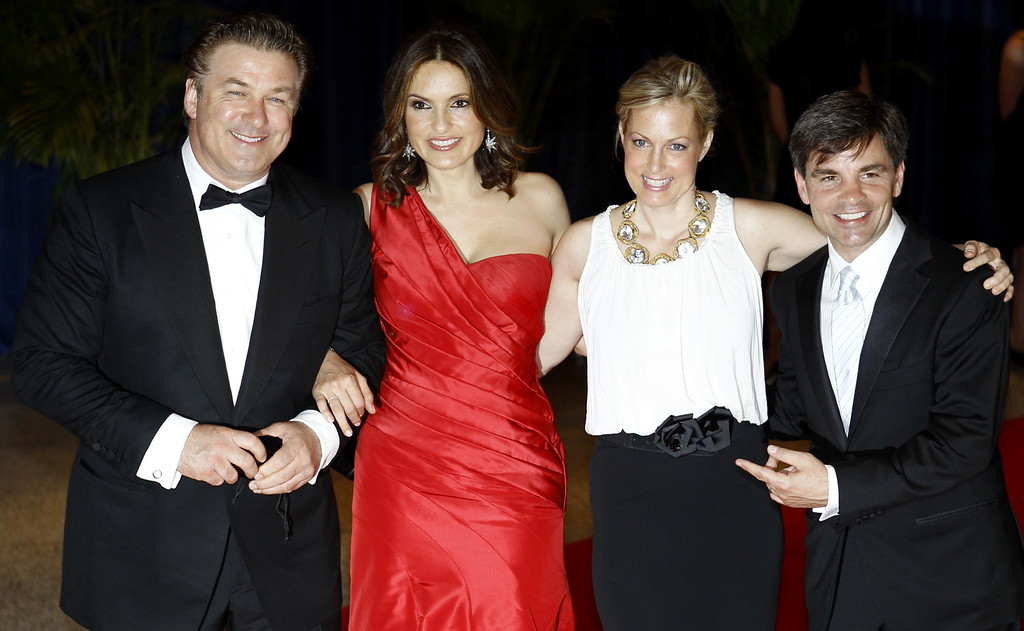 . Alec Baldwin, left,  Mariska Hargitay, second from left, Alexandra Wentworth, second from right, and George Stephanopoulos pose for a picture as they arrive at the 2010 White House Correspondents\' Dinner at the Washington Hilton Saturday, May 1, 2010, in Washington. (AP Photo/Luis M. Alvarez)