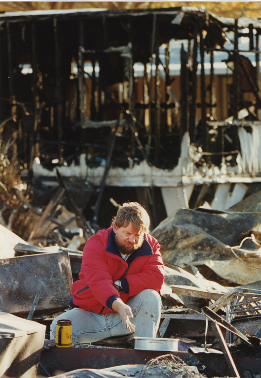 . Jon Vender looks for valuables that might have survived the inferno that destroyed his mother-in-law\'s trailer home in Sylmar, CA. 1/17/1994, photo by (John McCoy/Los Angeles Daily News)