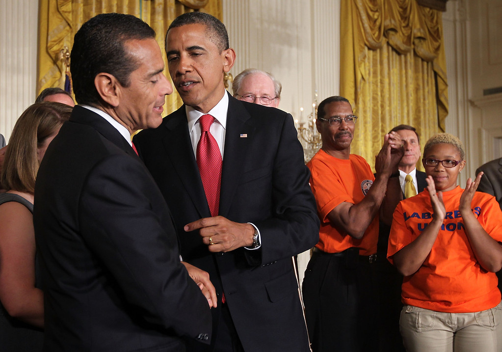 . U.S. President Barack Obama (2nd L) talks to Los Angeles Mayor Antonio Villaraigosa (L) during a bill-signing ceremony July 6, 2012 at the East Room of the White House in Washington, DC..  (Photo by Alex Wong/Getty Images)