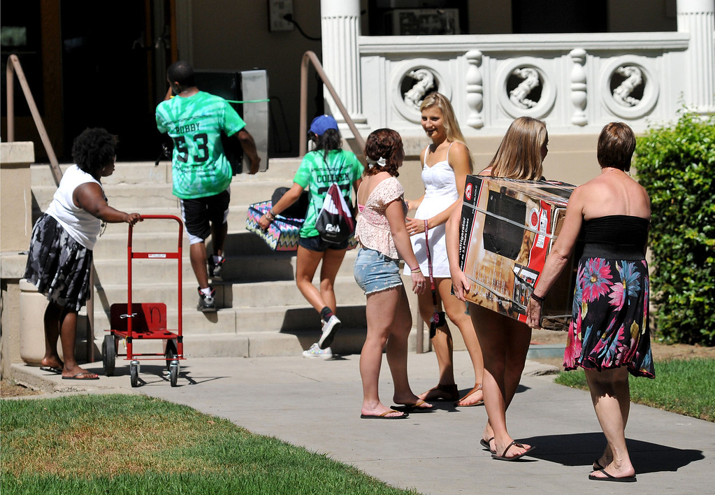 . (John Valenzuela/Staff Photographer) New Student Orientation Week began at the The University of Redlands, Wednesday was freshman move-in day at the University, August 28, 2013.