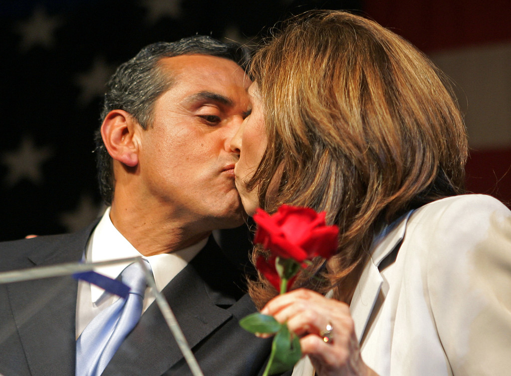 . Newly elected Los Angeles mayor Antonio Villaraigosa kisses wife Corina at election night headquarters in downtown Los Angeles Tuesday, May 17, 2005.  (AP Photo/Kevork Djansezian)